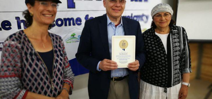 ישראל בת ה70 מקדמת בברכה את ישראל בת ה100